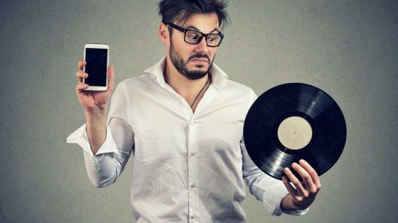 Nel marketing immobiliare come nella musica: la sfida tra il fascino del vinile e l'efficienza del digitale